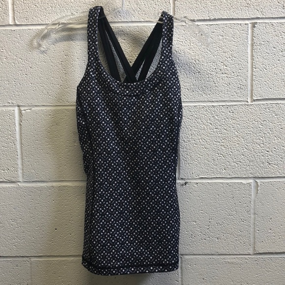 lululemon athletica Tops - Lululemon black and white tank, sz 8, 62902, NWT